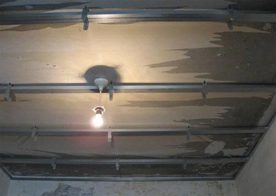 Как правильно собрать подвесные потолки своими руками, как при необходимости снять конструкцию